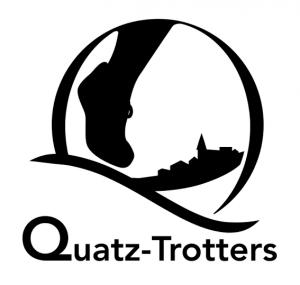 Logo des Quatz-Trotters : un pied foulant le sol devant villages et collines